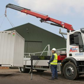 hire-crane-lorry-front-mount-remote-in-action-03-Large